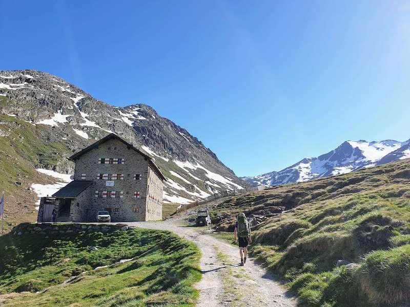 Aankomst bij de Martin-Busch Hütte met bergen op de achtergrond