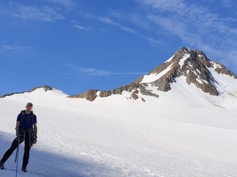 Met de Fineilspitze op de achtergrond over de Hochjochferner gletsjer naar de Vernagt hütte