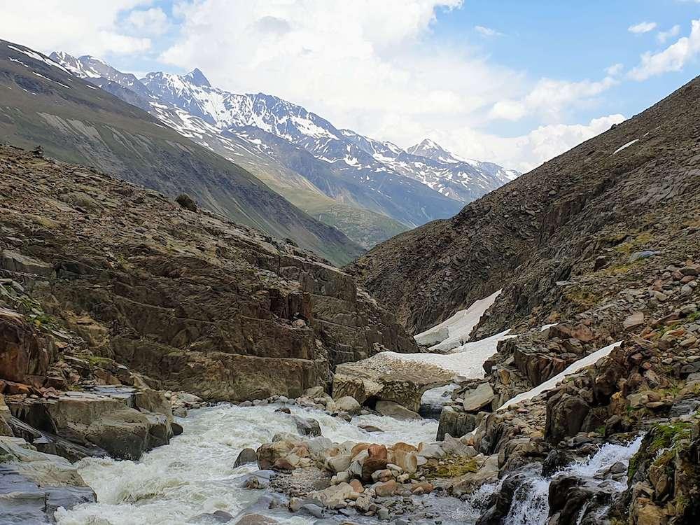 Het ruige landschap onderweg naar de Hochjoch Hospiz hütte